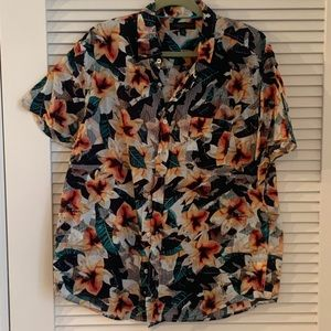 Aeropostale Floral Short Sleeve Button Down Shirt